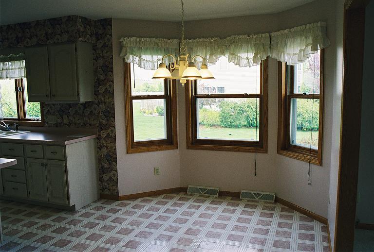 04kitchen : Kitchen Bay Window